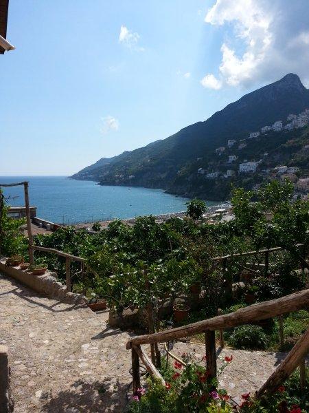 Escadaria com vista excitante da Amalfi