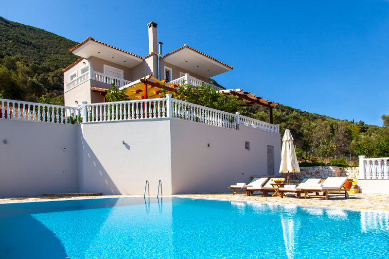 Private Villa Dream With Pool & AmazingViews, vacation rental in Kontarena
