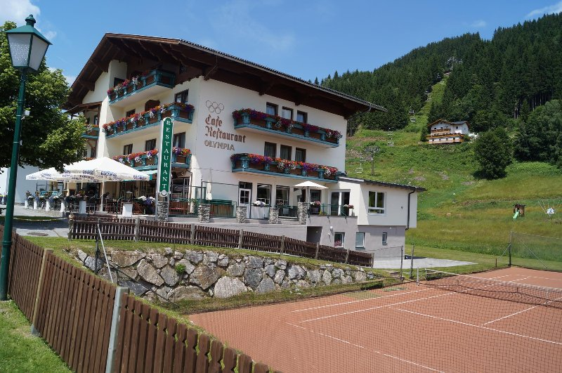 Super locatie naast de skilift/piste/skischool in het centrum van Filzmoos., holiday rental in Filzmoos