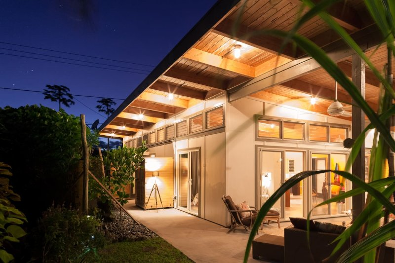 Tropical Modern Eco-Farm Loft, alquiler de vacaciones en Kaimu