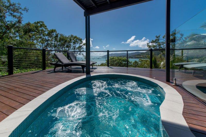 Splash Pool & Sea View