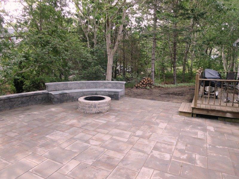 Mooie patio met vuurplaats voor uw plezier! Gas Grill - Tafel en stoelen beschikbaar-14 Deer Run South Harwich Cape Cod New England vakantie