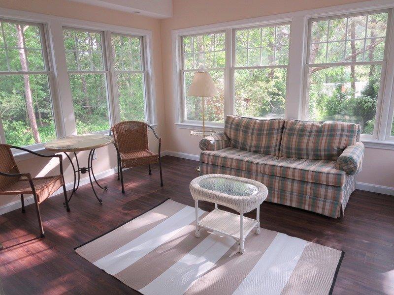 Veranda om te ontspannen en te genieten van een goed boek of uw favoriete plengoffer! - 14 Deer Run South Harwich Cape Cod New England vakantie