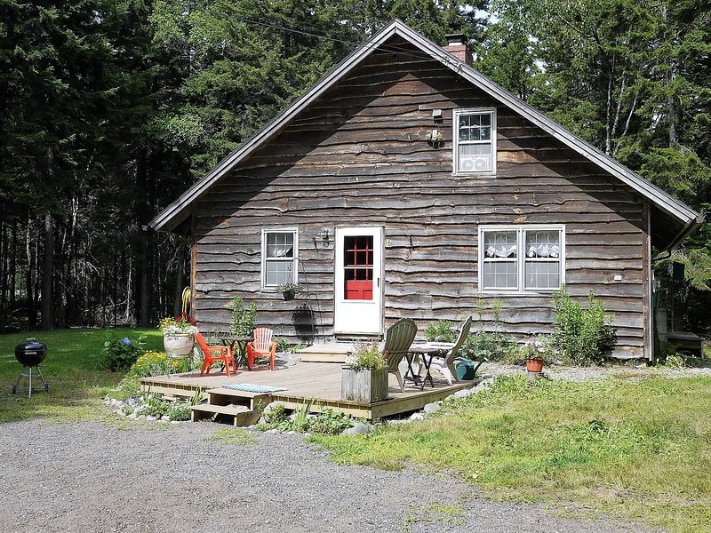 Gilbert Cottage - wooded privacy in Southwest Harbor, holiday rental in Acadia National Park