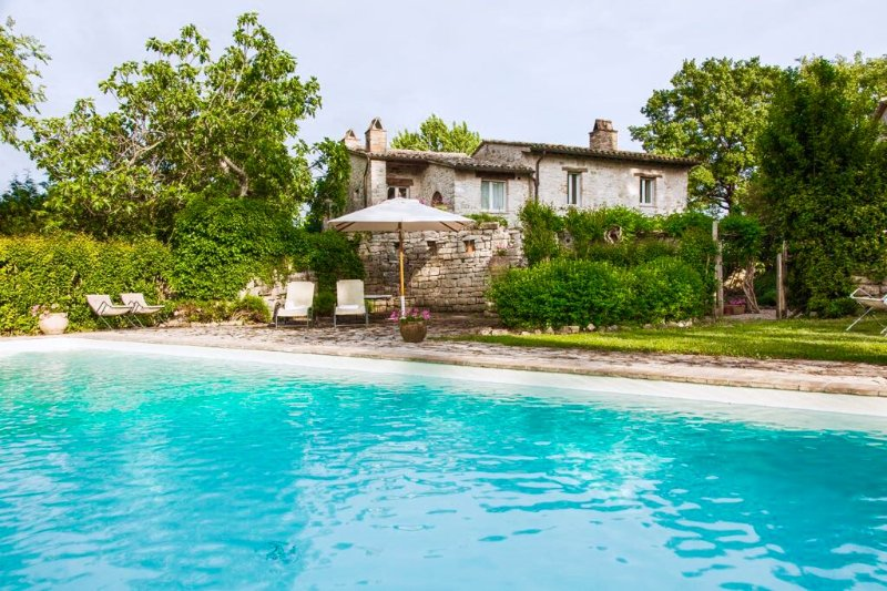 CASALE TORREGENTILE, pool - A/C, to experience the authentic pleasures of Italy, Ferienwohnung in Romazzano