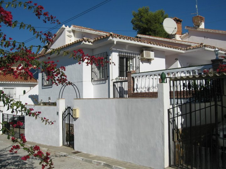 Chalet style link detached villa with private pool +  FREE Car