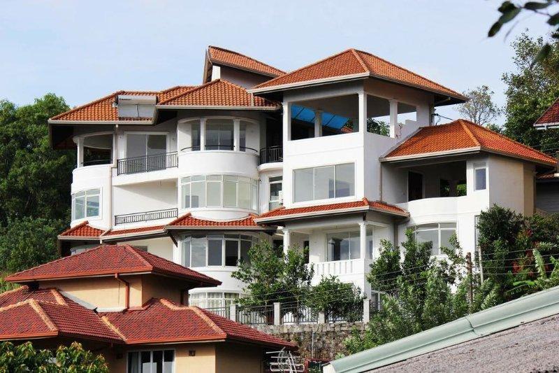 The Heaven's Villa, vacation rental in Heerassagala