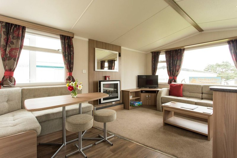 Luxury 6 berth caravan. Looe. Decking Patio & BBQ