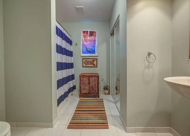 Queeen Suite Full Bathroom