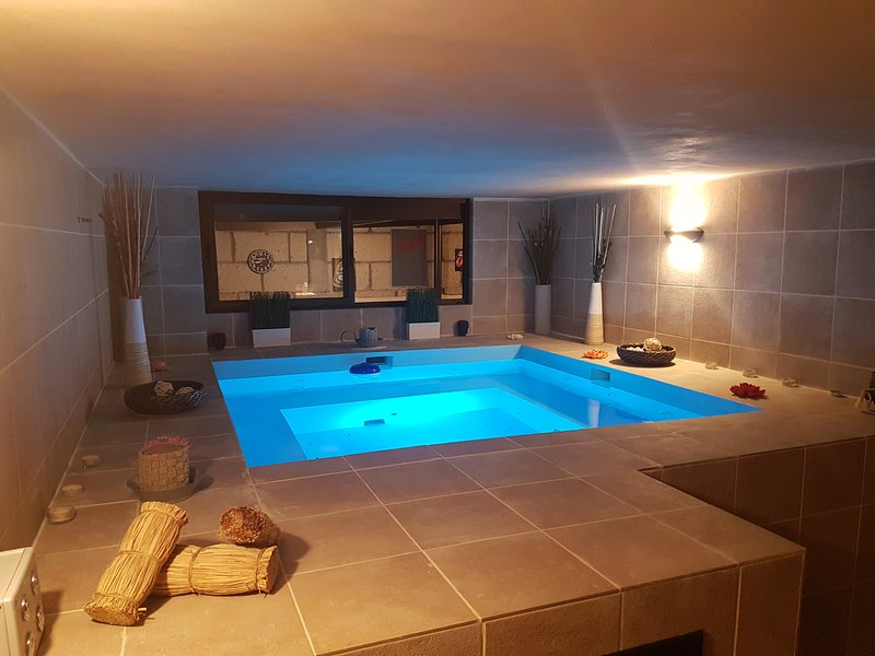 Exclusive luxury villa with private pool and jacuzzi for 6 Pax – semesterbostad i Candelaria