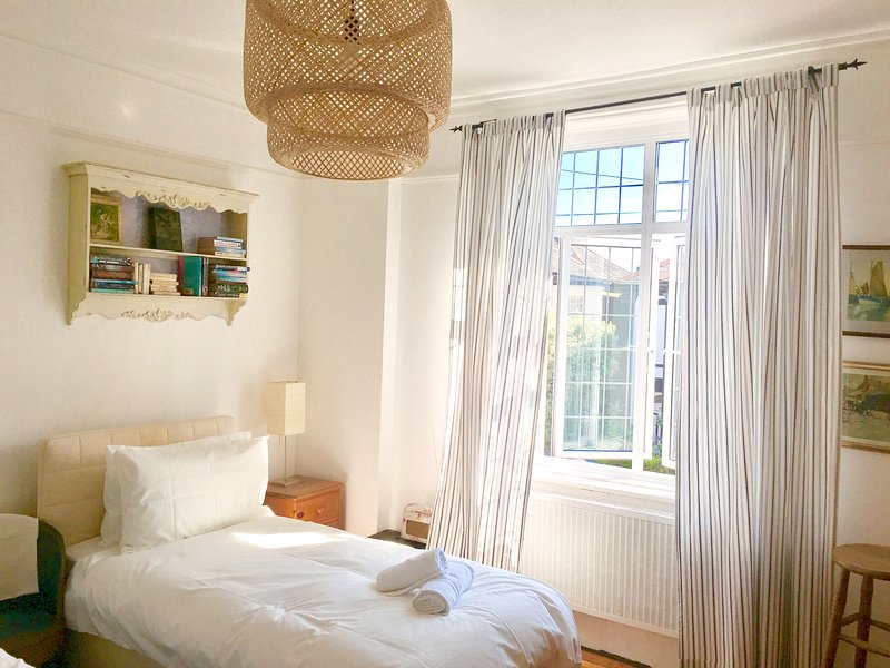 Zeta Cottage, Ryde, Isle of Wight, vacation rental in Ryde