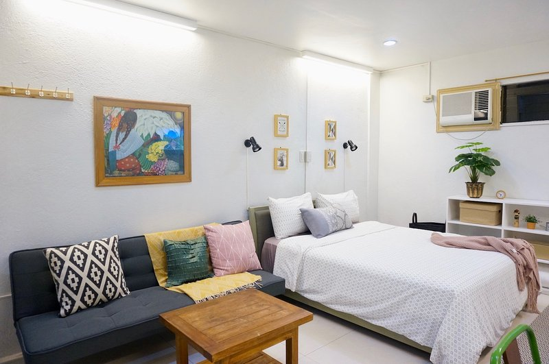 Cool and Comfy! Big studio in UP Village Quezon City, vacation rental in Marikina