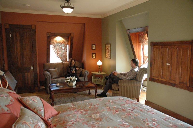Diese Penthouse-Suite ist wunderschön und ruhig mit einem Luxus-6 Stück Bad und tiefem Whirlpool zu passen!