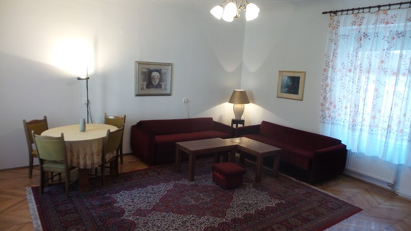 huge apartment in the center, close to everything by walk- BBi , Bas carsija..., holiday rental in Sarajevo
