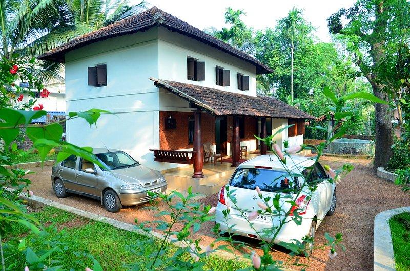 REVIVE y relajarse en 113 AÑOS Heritage Villa con delicias norte de Kerala