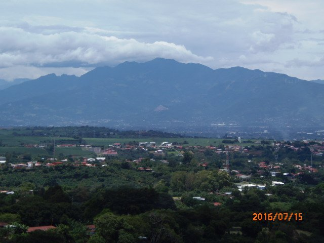 Apartment-Furnished, mt. views,  with kitchenette, full refrig, tv, internet, vakantiewoning in Poas Volcano National Park