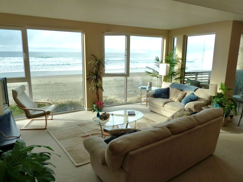 Ocean Front 'Windows on the Sea' Spectacular View! 7-mile sandy beach.Free wi-fi, location de vacances à Rockaway Beach