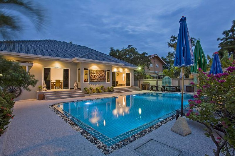 Baan Kinaree | 5 Bed Pool Villa near Jomtien Beach in South Pattaya, holiday rental in Pattaya
