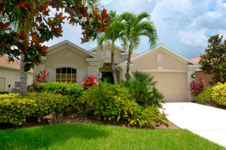 Beautiful Pool home with your own slice of paradise, vacation rental in Lakewood Ranch