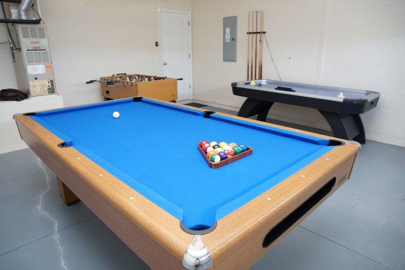 4BR-2 King-Large Pool/Spa-GamesRm-ROKU-WiFi, holiday rental in Kissimmee