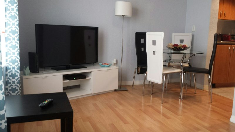 Miami Beach in the best  Area the Best apartment in  Collins Ave, vakantiewoning in Miami