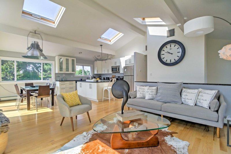 decoración elegante, techos altos y pisos de madera que invitan a entrar en la casa.
