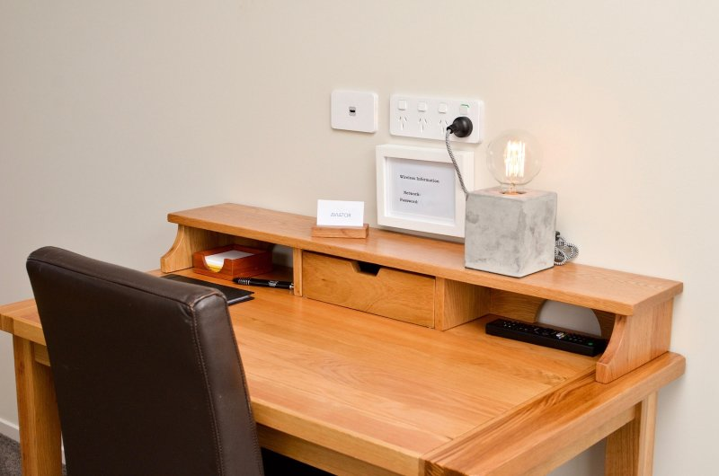 Work desk with USB, HDMI connections and free fast WiFi