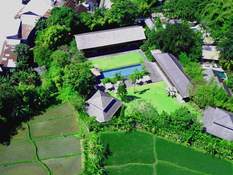 Villa Amita 6 bedroom Estate for big groups, Yoga Retreats and conferences, location de vacances à Kerobokan