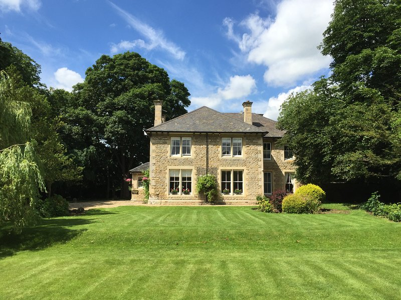 Stamford Farm House - Elegant large country house with hot tub, sleeps 16, alquiler de vacaciones en Stamford