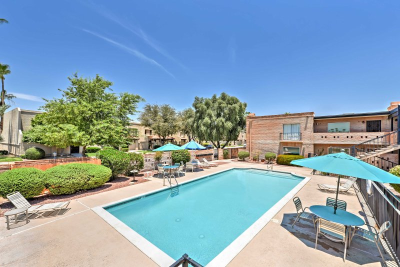 Pack your bags and head to this 2-bedroom, 2-bathroom vacation rental condo in Scottsdale, where you'll enjoy a community pool and a great location close to shops and restaurants.