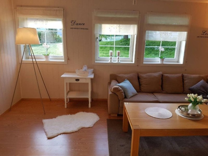 Cosy apartment with garden view, holiday rental in Leksvik