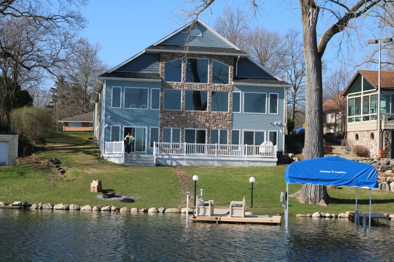 Luxury Lakeview Property, holiday rental in Gobles