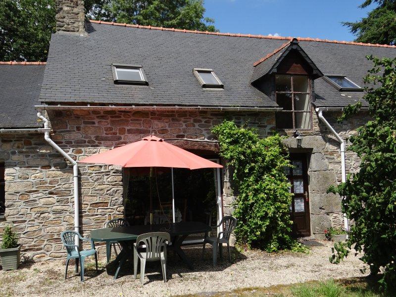 4 Bed 'Thomas' Gite, holiday rental in St Nicolas du Pelem
