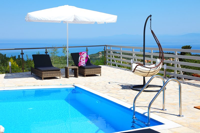 Villa Emily 2020 Offer 30% for June amazing sunsets from the dream, vacation rental in Lefkada