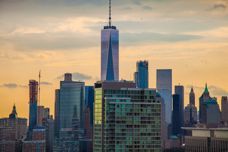 VIEW! Pool, gym! Times square 20min! WTC 1 stop., aluguéis de temporada em Jersey City