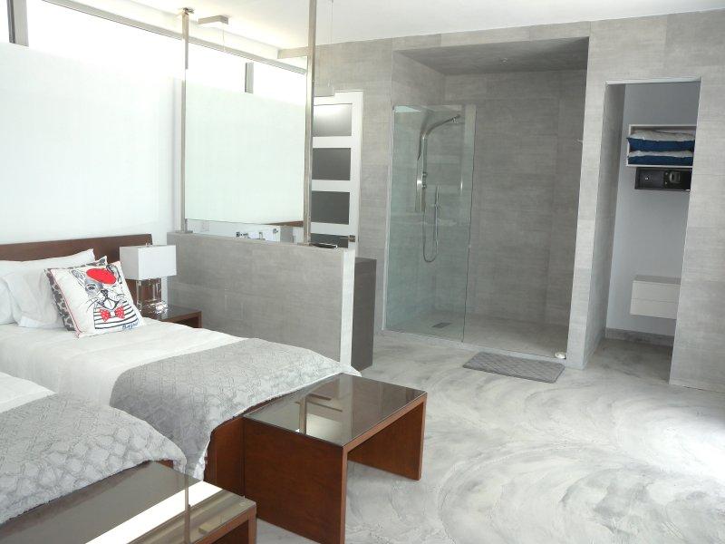 Esta habitación tiene dos camas individuales que pueden convertir a un rey