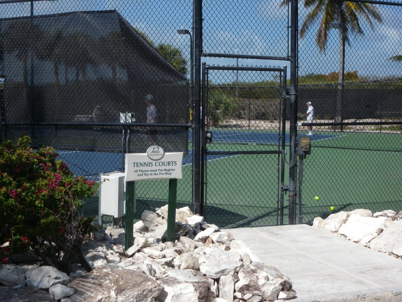Jugar al tenis (menos de 5 min.)