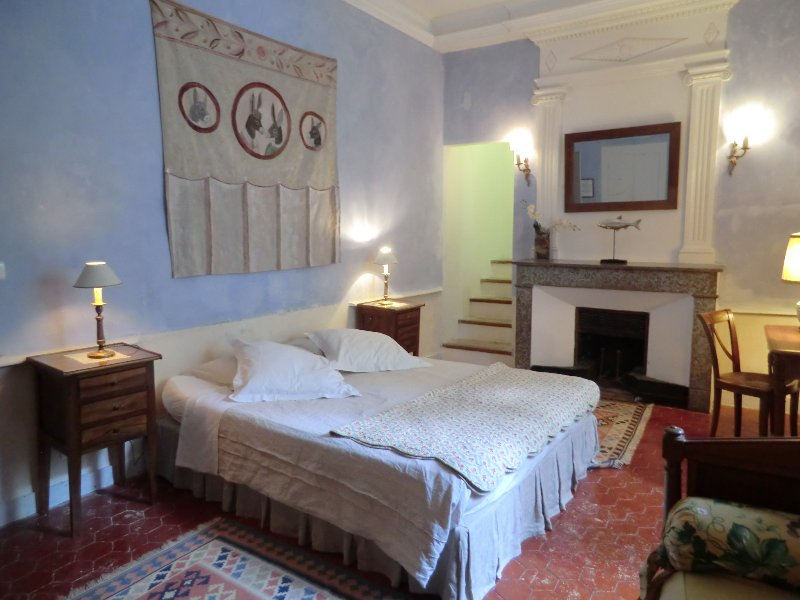 Château De Fontblachère, Chambre Bleu maison d'hôte  Ardèche piscine, location de vacances à Loriol-sur-Drome