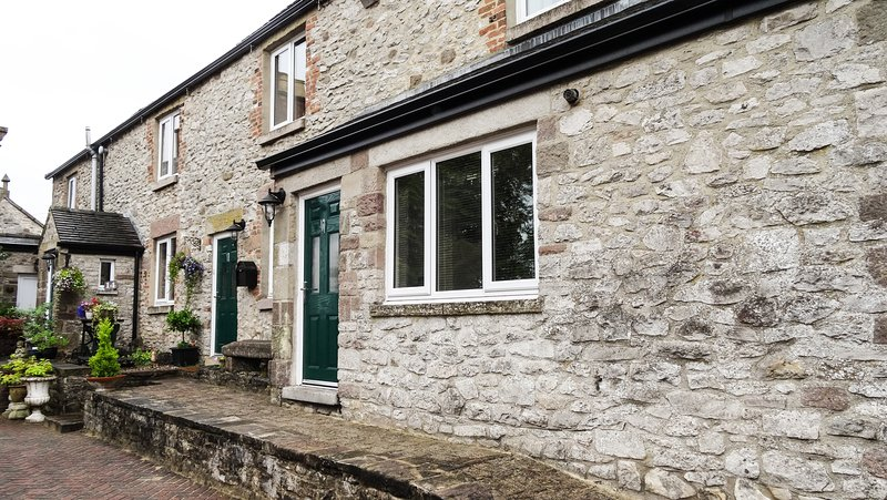 Character village apartment in the heart of the Derbyshire Dales, holiday rental in Wirksworth