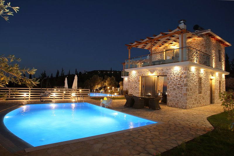 Luxury stone villa Angella with private pool just a few minutes from Kathisma, vacation rental in Kavallos