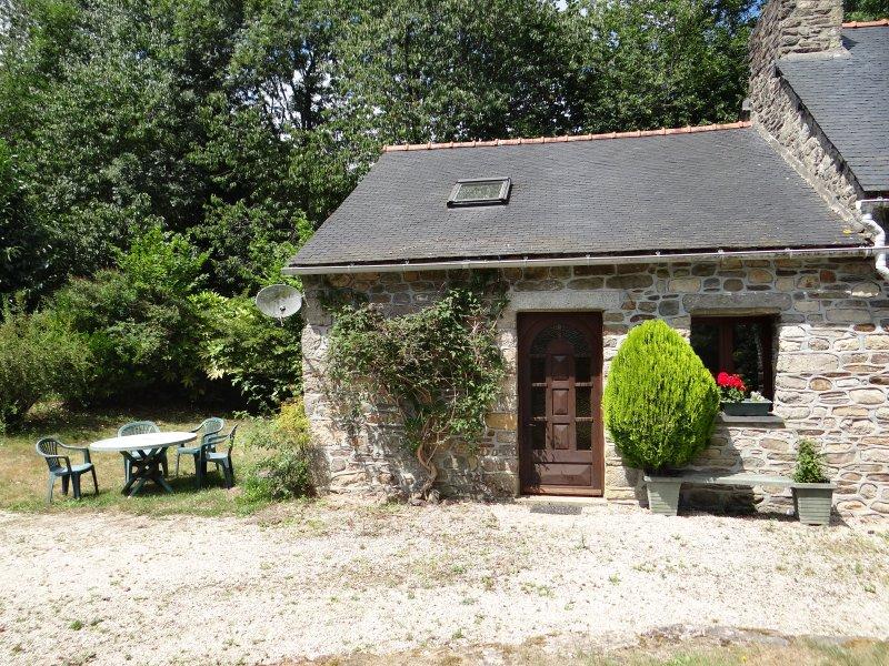 3 Bed 'Wilde' Gite, holiday rental in St Nicolas du Pelem