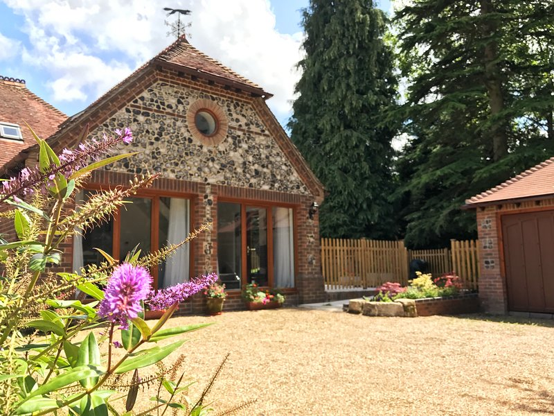 Woodpecker Lodge, holiday rental in East Meon