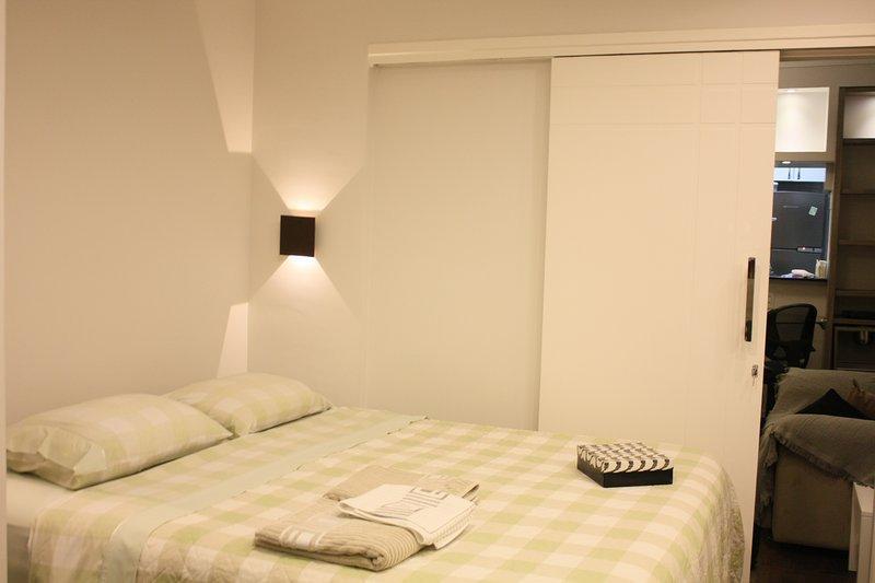 New apartment with air conditioning Hot/Cold 45m2 Free WiFi, located in Perdizes, aluguéis de temporada em Caieiras