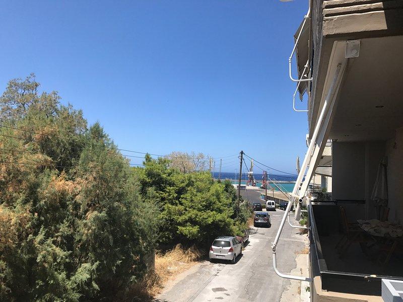 Vista sul mare e vicino porto