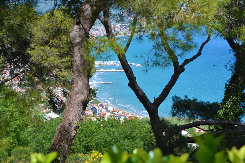 Torre Alpicella has a panoramic view of the sea Diano Marina, Cervo and the villages in the hills!