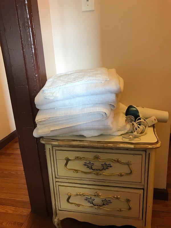 Toalhas / secador de cabelo entrada para casa de banho