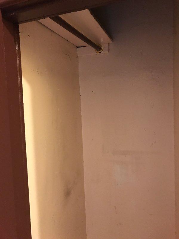 armário do corredor em frente ao banheiro