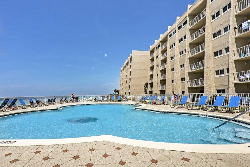 O refúgio final da praia espera por você neste aluguer de férias em Miramar Beach.