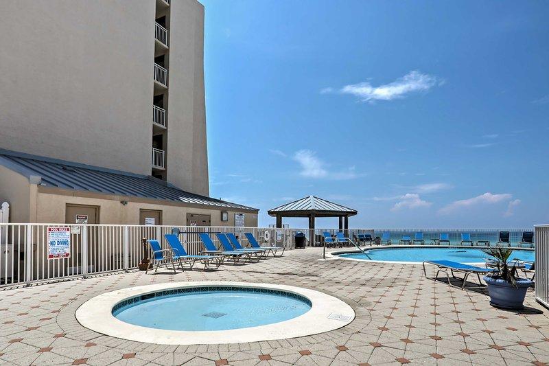 .Pegue um mergulho na piscina da comunidade para se refrescar do calor da Flórida.