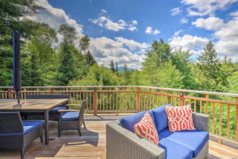 Stowe Home w/Gourmet Kitchen+Large Deck w/Mtn View, holiday rental in Elmore